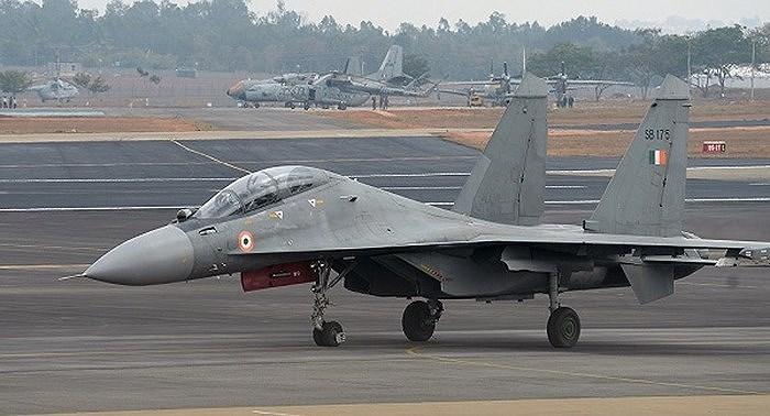 Pakistan sau đó đáp trả bằng cách điều tiêm kích xâm nhập vùng trời Ấn Độ, làm nổ ra cuộc không chiến lớn vào ngày 27-2.