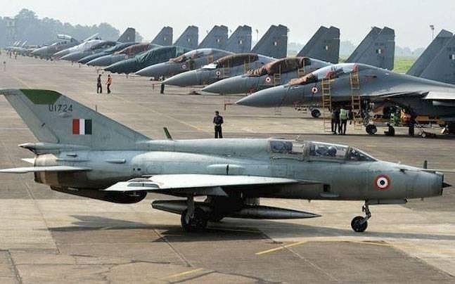 Trong khi đó tờ Hindustan Times dẫn một nguồn tin tình báo Ấn Độ cho biết, Pakistan đang đưa quân đội vào trạng thái báo động dọc biên giới Ấn Độ, trong đó toàn bộ phi đội F-16 đã được triển khai đến khu vực này.