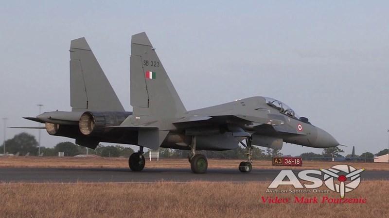 Một tiêm kích Ấn Độ bị bắn rơi trong trận chiến, phi công bị bắt làm tù binh. Căng thẳng hạ nhiệt sau khi Pakistan trao trả phi công hai ngày sau đó, nhưng tại khu vực Kashmir vẫn xảy ra những vụ chạm súng lẻ tẻ giữa binh sĩ hai nước