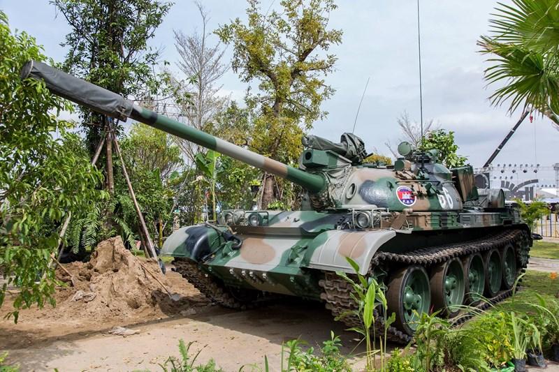 Bên cạnh đó, T-55AM2 của Campuchia cũng được cho là không có khả năng bắn tên lửa chống tăng qua nòng, dẫn đến năng lực chiến đấu thực sự không cao hơn bao nhiêu so với bản gốc.