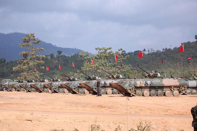 Quân Giải phóng nhân dân Trung Quốc đã mang sang Campuchia dàn thiết giáp khá hùng hậu, trong đó bao gồm xe chiến đấu bộ binh Type 86G cùng xe bọc thép đa dụng hạng nhẹ Mãnh Sĩ.