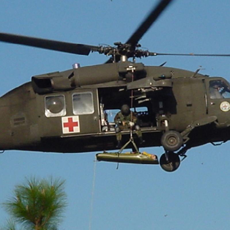 Để cơ động trực thăng HH-60M MEDEVAC được trang bị động cơ T700-GE-701E kết hợp với hộp số có tính bền cơ học để điều khiển rotor quay.