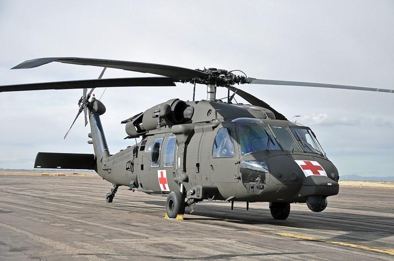 Một người đàn ông điều khiển xe trượt tuyết tối 12/3 đâm phải trực thăng HH-60M của lục quân Mỹ đang đỗ tại một bãi đậu tư nhân tại hạt Worthington, bang Massachusetts, theo Aviationist.