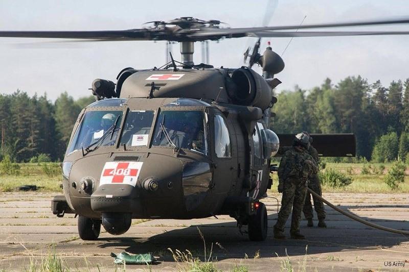 Máy bay được thiết kế lại khoang bên trong để có thể chở theo 6 cáng cứu thương. Ngoài ra các máy móc y tế dành cho cấp cứu cũng được lắp đặt trên máy bay.