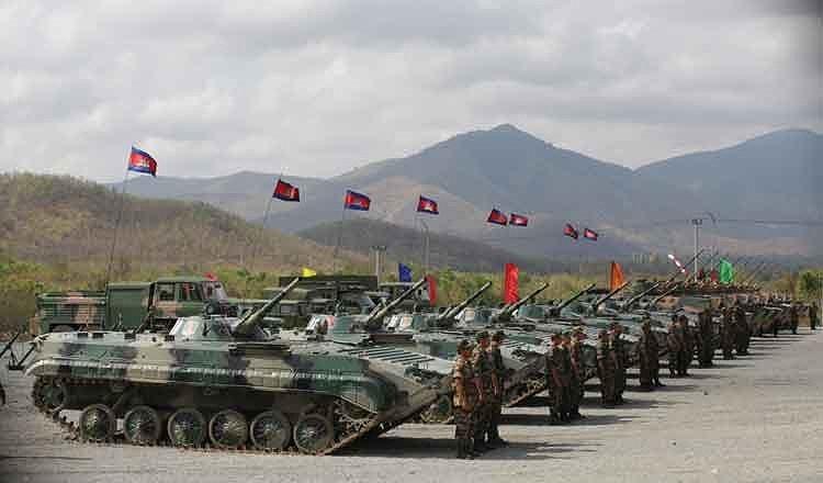 Bên cạnh các xe tăng T-55AM2, Quân đội Hoàng gia Campuchia còn điều động một số lượng khá lớn xe chiến đấu bộ binh BMP-1 tham gia cuộc tập trận này, tính năng của BMP-1 được đánh giá ngang với Type 86 đời đầu.