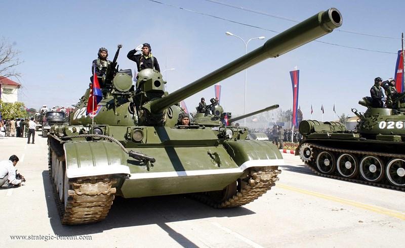 Tuy nhiên quan sát các xe tăng T-55AM2 của Campuchia thì dễ dàng nhận ra chúng chỉ được nâng cấp duy nhất hệ thống điều khiển hỏa lực Kladivo; giáp phụ, cảm biến khí tượng hay ống phóng đạn khói ngụy trang không được tích hợp.