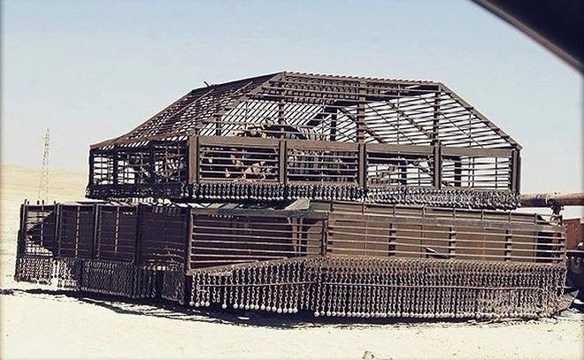 Bộ giáp này khiến những chiếc T-72 Mahmia trông không khác gì một lô cốt di động trên chiến trường, tuy nhiên cách làm trên cũng khiến xe trở nên nặng nề và kém linh hoạt đi nhiều.