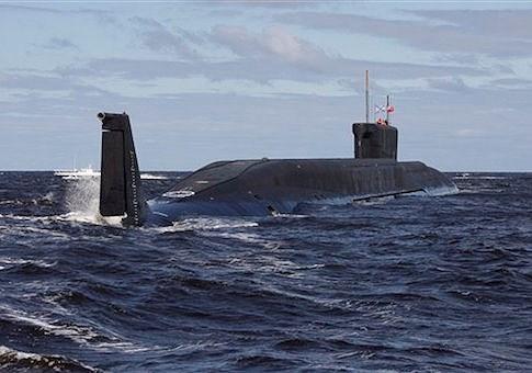 Trong xu thế tăng cường sức mạnh quân sự. Nga sẽ có tàu ngầm Belgorod với chiều dài lên tới 184m, được trang bị 6 ngư lôi Thần biển, loại siêu vũ khí thế hệ mới được Tổng thống Nga Putin giới thiệu đầu năm 2018. Mỗi ngư lôi Thần biển mang số đầu đạn hạt nhân có sức công phá tương đương 2 triệu tấn thuốc nổ.