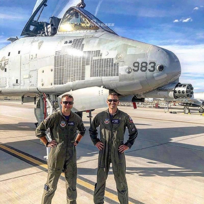 Trong diễn biến mới nhất, hình ảnh của chiếc A-10 số hiệu 983 trên khi nó xuất hiện tại căn cứ không quân Yuma, bang Arizona cho thấy biểu tượng F-16 và F-22 đã bị xóa bỏ, cho thấy chiến công của nó không được công nhận.
