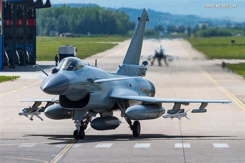 """Chengdu J-10 là chiếc tiêm kích hạng nhẹ """"con cưng"""" của Không quân Trung Quốc (PLAAF) vào thời điểm hiện tại."""