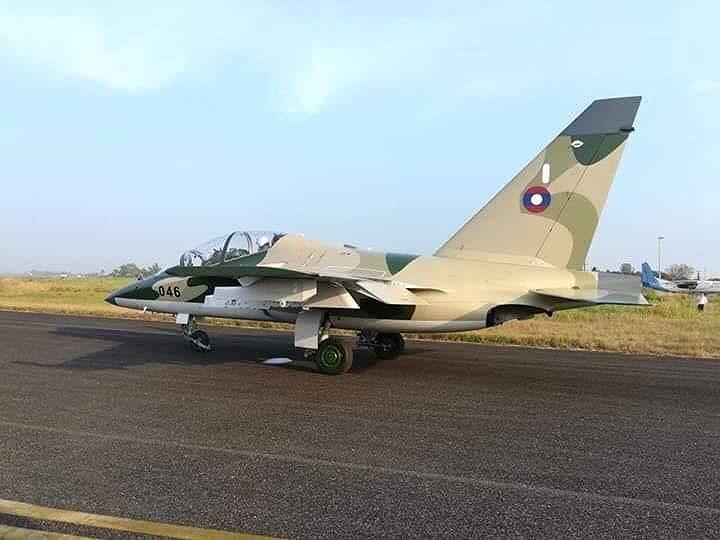 Trong năm 2018, Không quân Lào đã nhận 4 chiếc máy bay huấn luyện - chiến đấu phản lực Yak-130 đầu tiên.