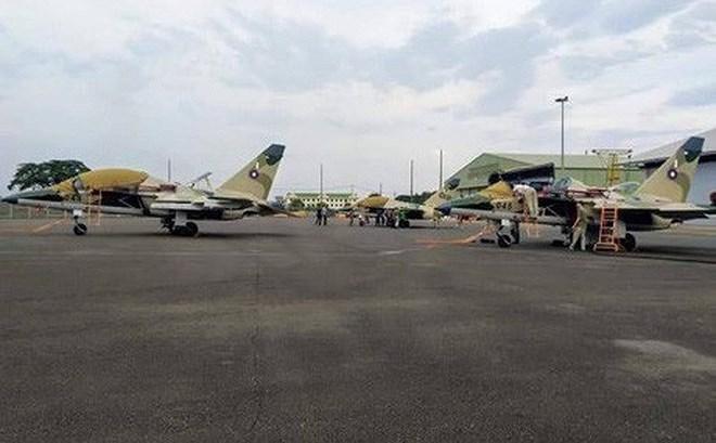 Ngoài nhiệm vụ cơ bản thì nó còn được nhắm đến vai trò là tiêm kích chủ lực của Vientiane để tạm thời lấp khoảng trống mà MiG-21 để lại.