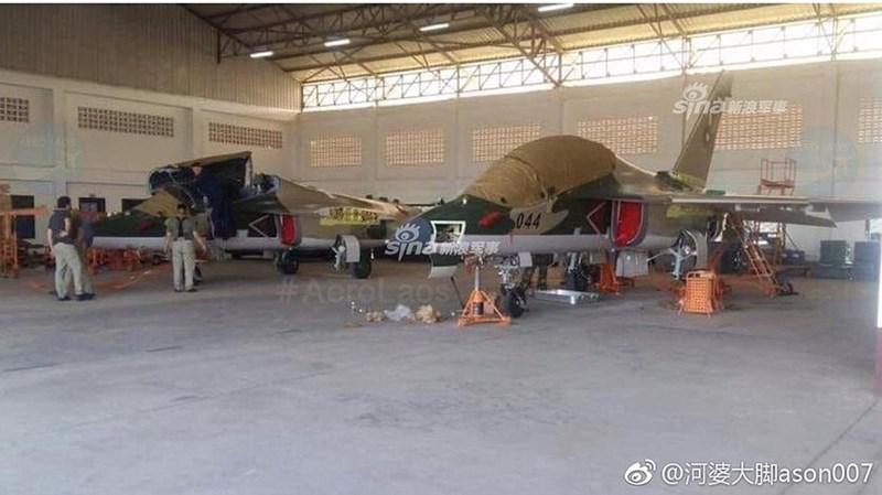 Mặc dù vậy đã có nhiều ý kiến phỏng đoán rằng việc Lào mua Yak-130 chỉ là bước đệm nhằm giúp họ phát triển lên một dòng tiêm kích thực thụ trong tương lai không xa, đó chính là chiếc Chengdu J-10 do Trung Quốc sản xuất.