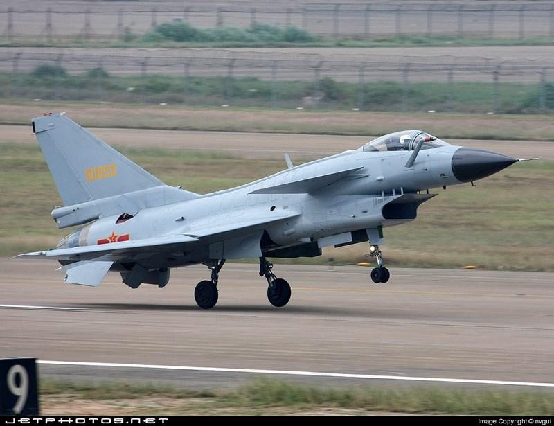 Phải chăng là Trung Quốc đã chuẩn bị giao máy bay chiến đấu hiện đại cho Vientiane? Nhưng rất nhanh tấm ảnh đã được chỉ ra rằng đã qua photoshop.