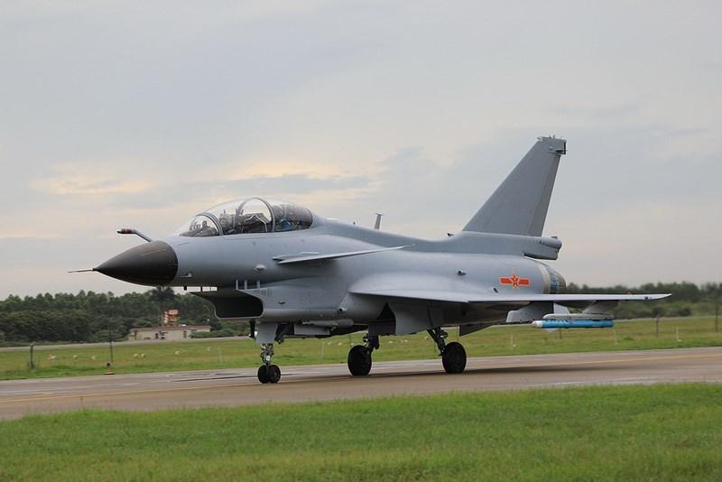 Bởi vì căn cứ vào hình dáng cửa hút gió thì đây là phiên bản tiêm kích J-10A mà Trung Quốc đã ngừng sản xuất từ lâu chứ không phải J-10C mà Lào muốn mua.