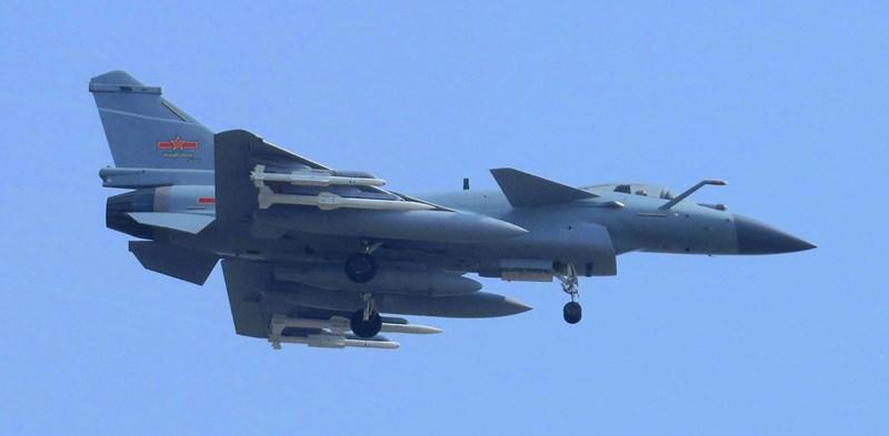 Chiến đấu cơ J-10 hiện chỉ phục vụ trong biên chế Không quân Trung Quốc và chưa từng được xuất khẩu ra nước ngoài.