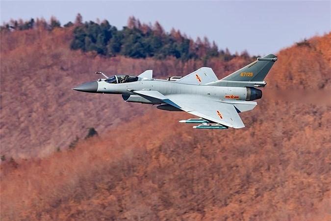 Nhưng rất bất ngờ là trong những khách hàng tiềm năng của tiêm kích J-10 còn xuất hiện một quốc gia đến từ Đông Nam Á.