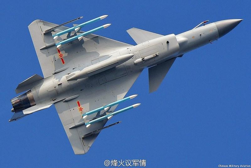 Phiên bản J-10C được trang bị radar mảng pha quét điện tử chủ động cùng động cơ kiểm soát vector lực đẩy 3 chiều, nó được đánh giá còn ưu việt hơn cả JAS 39 Gripen.