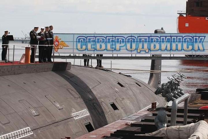 Tàu ngầm hạt nhân đa nhiệm thế hệ thứ 4 lớp Yasen được phát triển từ những năm 1990 bởi Cục thiết kế và chế tạo hàng hải Malakhit có trụ sở ở St. Petersburg.