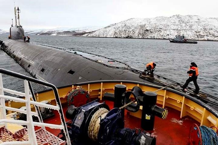 Tàu ngầm đề án 885 được trang bị 8 silo tcho tên lửa hành trình Oniks và Kalibr, ống phóng ngư lôi 533mm. Trong trường hợp cần thiết,có thể trang bị cả tên lửa hành trình Kh-101.