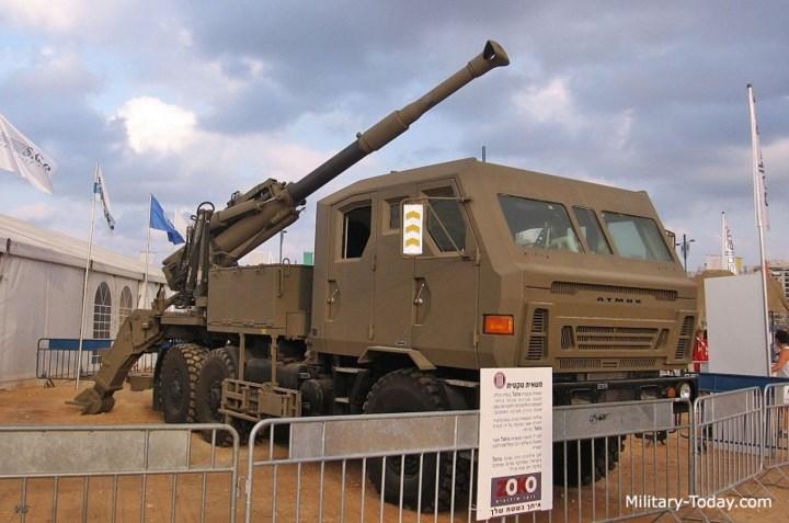 Loại pháo tự hành này có hệ thống điều khiển hỏa lực cực kỳ tiên tiến, tốc độ bắn tối đa lên tới 9 viên mỗi phút. Ảnh: Military-Today.
