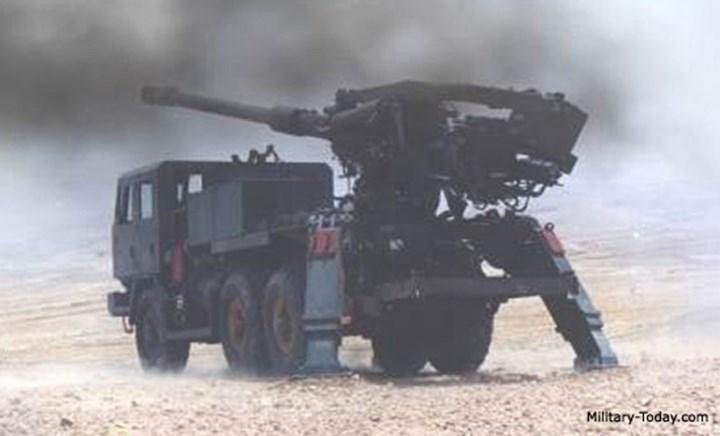 ATMOS 2000 có thể vận hành chỉ với kíp chiến đấu 4 người. Nguồn ảnh: Ảnh: Military-Today.