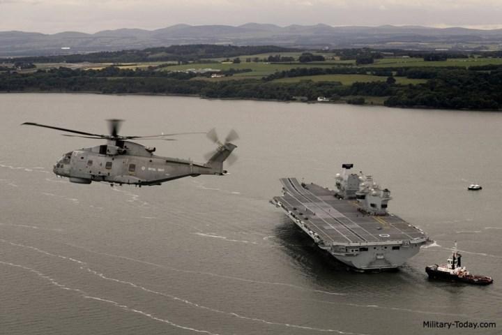 HMS Queen Elizabeth có thể mang theo 40 máy bay các loại, gồm tối đa có 36 tiêm kích tàng hình F-35. Ảnh: Military-Today.