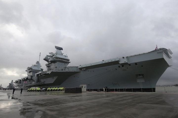 Tàu sân bay Queen Elizabeth cùng với HMS Prince of Wales là một nỗ lực lớn của Anh nhằm đưa Hải quân Hoàng gia trở lại thời kỳ hoàng kim. Ảnh Hải quân Hoàng gia Anh.