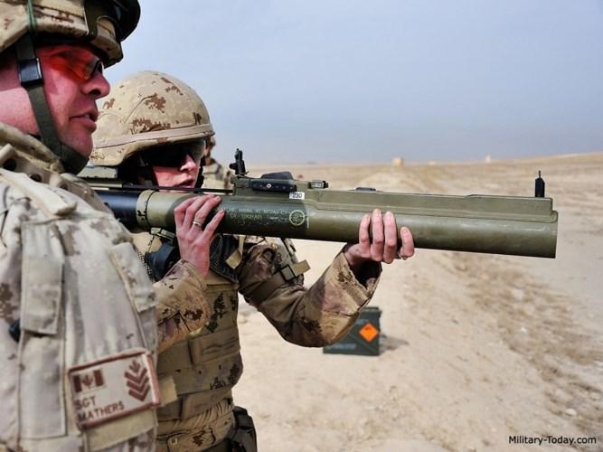 M72 LAW là vũ khí chống tăng hạng nhẹ cùng thời với RPG-7 của Nga.