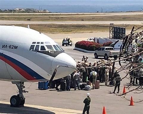 """Việc chiếc máy bay này vừa bất ngờ hạ cánh xuống Venezuela cho thấy rất có thể Nga đã bí mật đem theo những """"hàng hóa"""" đặc biệt để trợ giúp tổng thống Maduro trong bối cảnh nước này đang chìm vào khủng hoảng."""