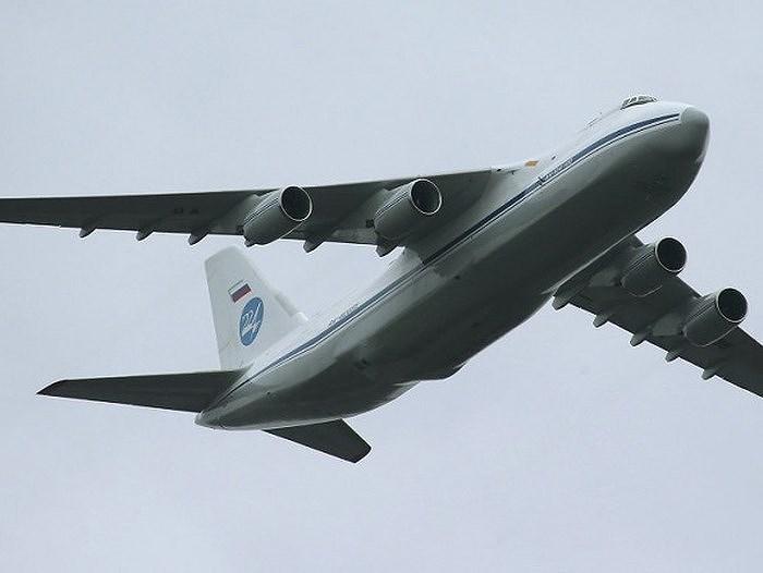 Với tải trọng lớn đến như vậy, An-124 có thể vận chuyển nhanh gọn những hệ thống vũ khí đặc biệt là các tổ hợp tên lửa phòng không.