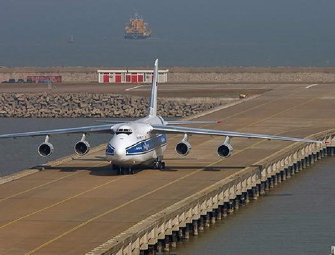 Chính vì vậy việc cho máy bay vận tải khổng lồ An-124 bất ngờ sang Venezuela là bước đi mở đường của Nga.