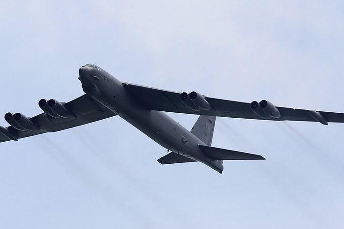 Bên cạnh đó, khả năng bay liên tục của chiếc B-52 cũng rất thuận tiện cho việc tuần tra và can thiệp trên các vùng biển rộng lớn.
