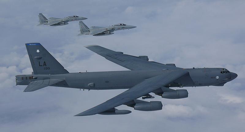 Mặc dù bản thân B-52 theo đánh giá không thể xuyên thủng hệ thống phòng không đối phương, nhưng tên lửa hành trình với tầm bắn xa có thể vượt qua hầu như mọi tổ hợp tên lửa phòng thủ tối tân nhất.