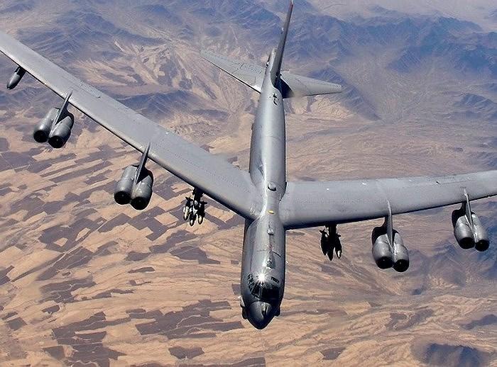 """Điều rất đáng chú ý đó là ngoài nhiệm vụ chiến lược, """"Siêu pháo đài bay"""" B-52 của Không quân Mỹ còn đặc biệt hữu ích khi được sử dụng cho chức năng chiến thuật."""