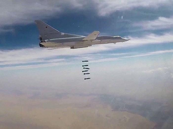 Bên cạnh đó, Không quân Nga cũng đang tăng cường lực lượng trở lại căn cứ Hmeimim sau một thời gian dài rút bớt chiến đấu cơ về nước do tình hình chiến sự có vẻ lắng dịu.