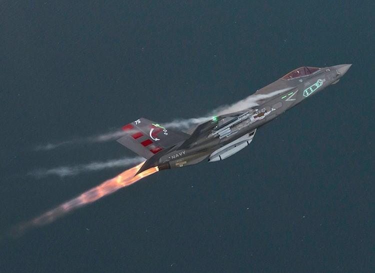 Buồng đốt phía sau giúp F-35 có thể tăng tốc tới 1.900 km/h.