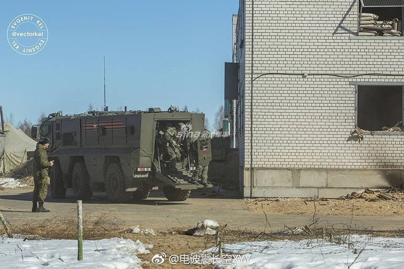 Truyền thông Nga vừa đăng tải những hình ảnh hiếm hoi về một cuộc huấn luyện chiến đấu của lính công binh xung kích, lực lượng được coi là mạnh nhất của quân đội nước này.