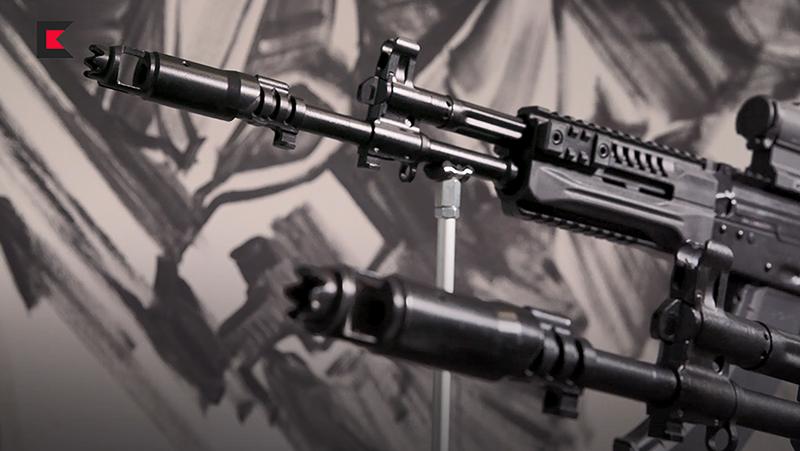 Nòng súng được gắn bộ phận chống giật hiệu quả hơn trước. Tùy tình huống chiến thuật, lưỡi lê hoặc bộ giảm thanh có thể tháo lắp nhanh.