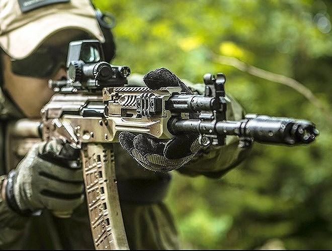 Súng trường AK-12/15 đánh bại đối thủ AEK-971/973 trong cuộc đua trở thành vũ khí tiêu chuẩn của bộ binh Nga trong thế kỷ 21.