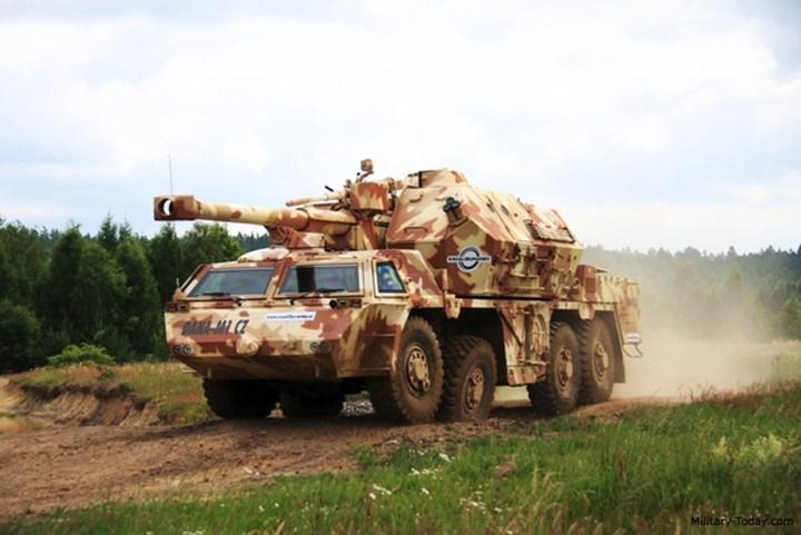 Thiết bị này liên tục chuyển các dữ liệu về vị trí và độ cao cho máy tính đường đạn. Từ đó cho phép pháo thủ không bị bỏ trượt mục tiêu. Ảnh: Military-Today.