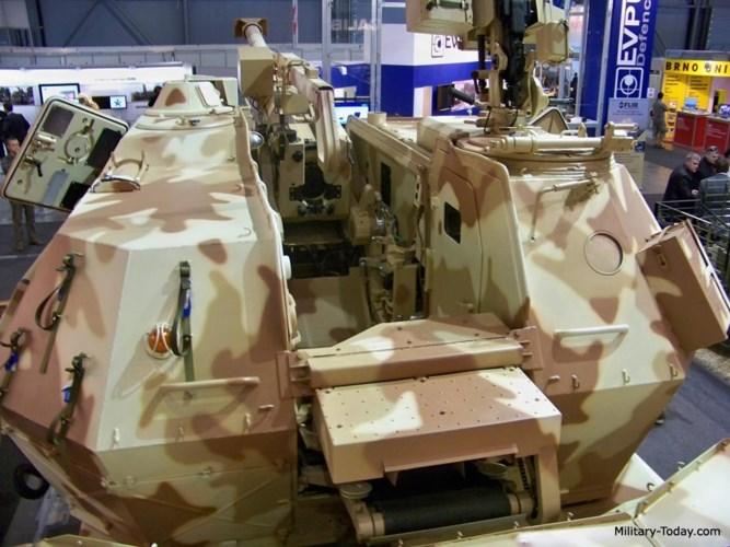 Phần khung gầm của DANA-M1 CZ cũng đã được nâng cấp thuộc loại TATRA 815 VP31 29 265 với cấu hình bánh lốp 8x8. Ảnh: Military-Today.