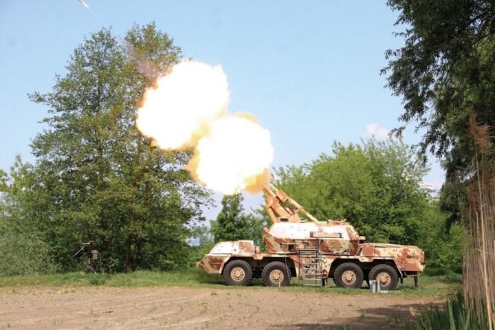Nâng cấp khung gầm so với phiên bản cũ cho phép hệ thống pháo được vững chãi hơn và cũng có khả năng cơ động tốt hơn. Ảnh: excaliburarmy.