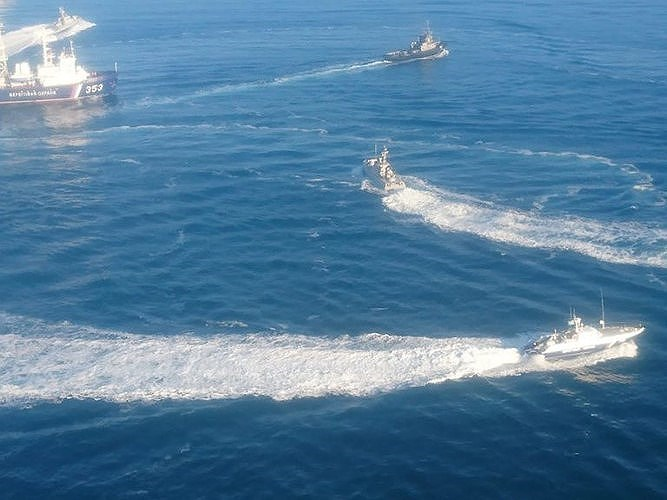 Bên cạnh đó, chính quyền Ukraine vẫn khẳng định các tàu của hải quân nước này có quyền di chuyển tự do qua eo biển Kerch theo luật pháp quốc tế mà không phải khai báo với Nga.
