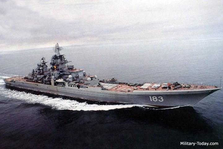 Vũ khí chống hạm được trang bị cho tuần dương hạm lớp Kirov là 20 tên lửa P-700 Granit với tầm bắn 625 km và tốc độ mach 4. Ảnh: Military-Today.