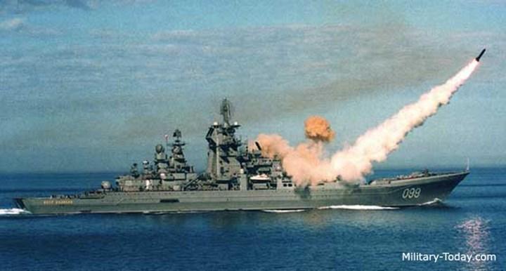 Tuần dương hạm Kirov còn được trang bị một khẩu pháo hai nòng 130 mm AK-130 có tầm bắn 22 km, tốc độ bắn tối đa tới 35 phát/phút, hai pháo AK-100 và các pháo hạm AK-630. Ảnh: Military-Today.