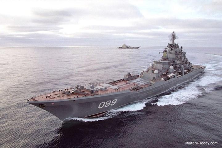 Kích thước của những chiếc tàu này lớn hơn các tàu tuần dương khác, chỉ kém tàu sân bay và được vũ trang rất mạnh, đặc biệt là các tên lửa chống hạm. Ảnh: Military-Today.