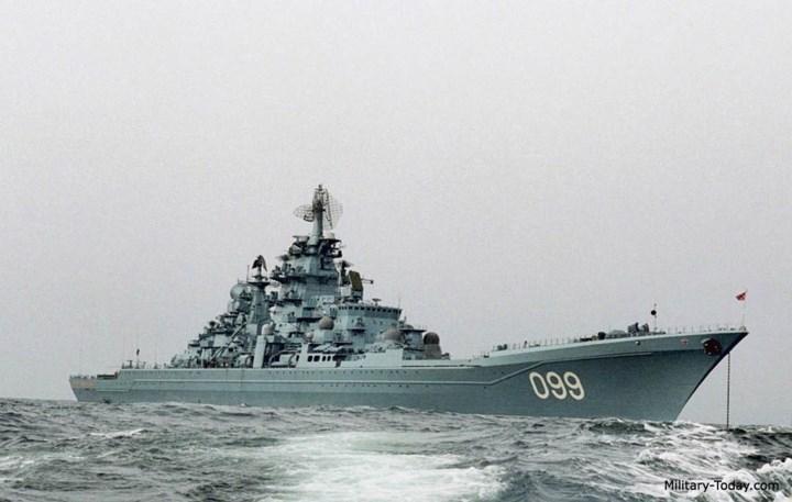 Tàu có kích thước rất lớn với chiều dài 252 m, rộng 28,5 m, cao 9,1 m. Ảnh: Military-Today.