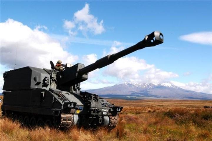 Lựu pháo tự hành bánh xích cỡ nòng 155mm SSPH 1 Primus có chiều dài 10,21m; chiều rộng 3,0m; chiều cao 3,2m. Ảnh: deagel.