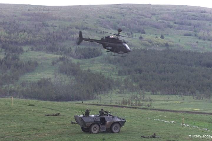 Ngoài trinh sát, OH-58D còn có khả năng hỗ trợ cho pháo binh và yểm trợ hỏa lực cho lực lượng trên bộ.